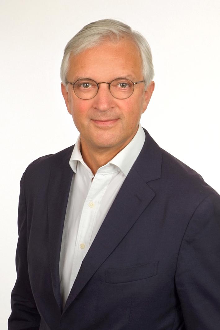 Mag. Volker F. Scheichenost